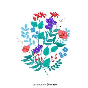 Composizione con fiori in fiore e rami su tonalità blu