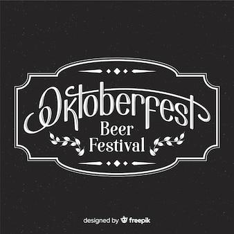 Composizione elegante oktoberfest con stile lavagna