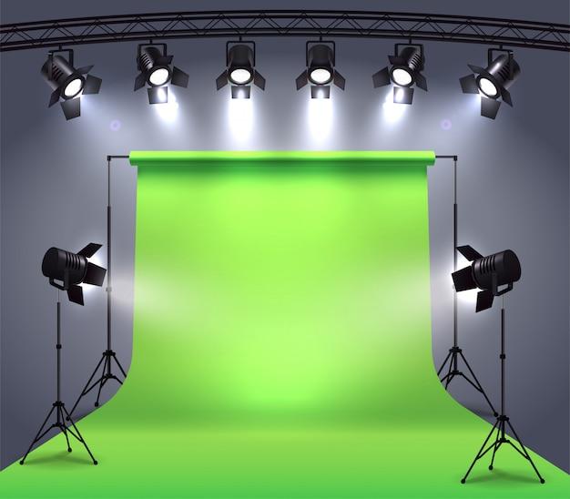 Composizione realistica di faretti con cyclorama chroma key in ambiente fotografico in studio circondato da faretti professionali