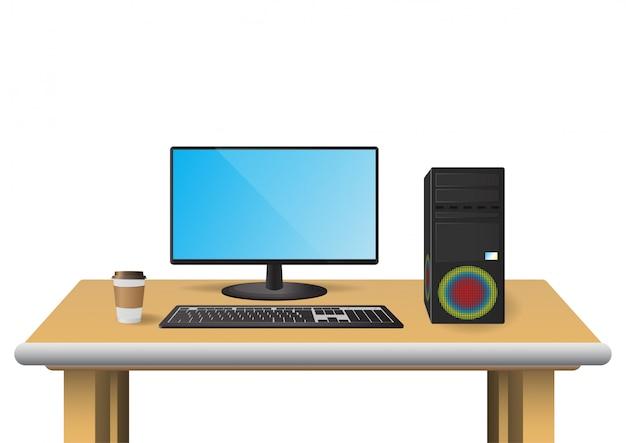 Computer impostato sul tavolo