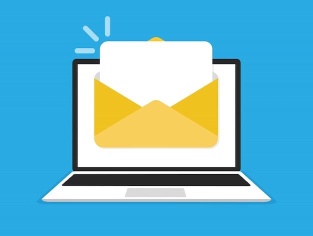 Computer portatile con busta e documento sullo schermo. e-mail, icona e-mail