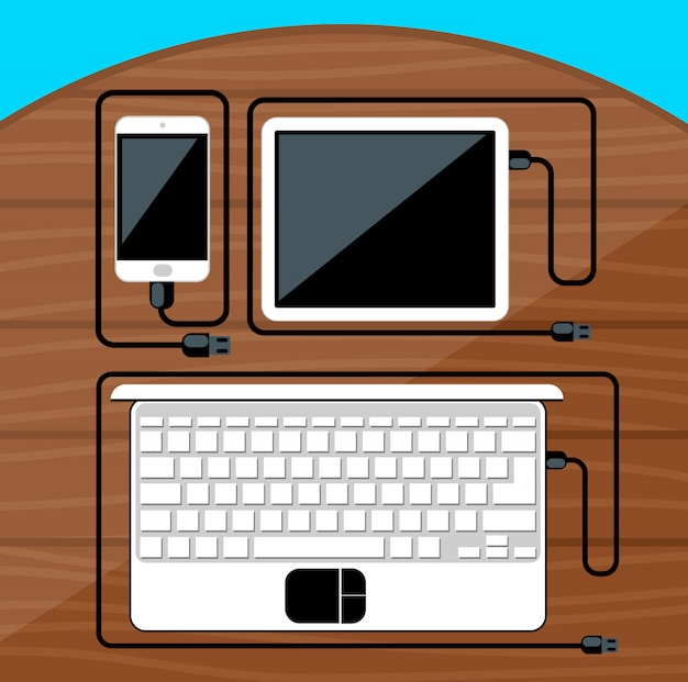 Computer portatile, tavoletta digitale, smartphone con cavi usb pronti per la connessione e lavoro sul tavolo di legno