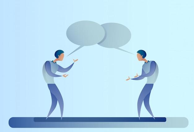 Concetto astratto di comunicazione della bolla della scatola di conversazione di talking chat di due uomini d'affari, uomo di affari