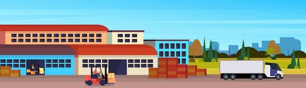 Concetto del trasporto di consegna di logistica del camion dei semi di caricamento del carrello elevatore del carico del magazzino