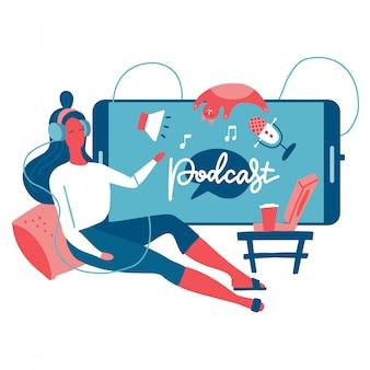 Concetto di ascolto podcast. webinar, formazione online, podcast tutorial. giovane femmina che ascolta il podcasting che si siede sul pavimento accanto al grande telefono. illustrazione piatta.