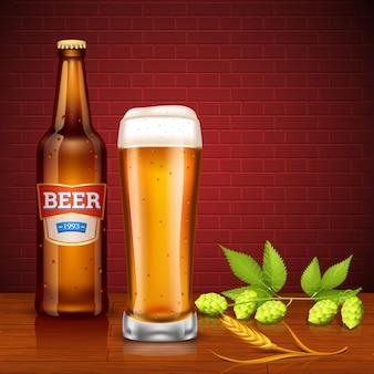 Concetto di design di birra con bottiglia e vetro