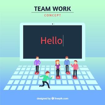 Concetto di lavoro di squadra con laptop e personaggi