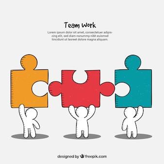 Concetto di lavoro di squadra con persone in possesso di pezzi di puzzle