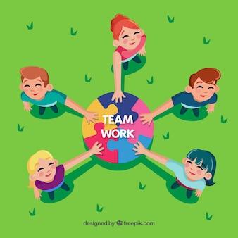 Concetto di lavoro di squadra con pezzi di puzzle