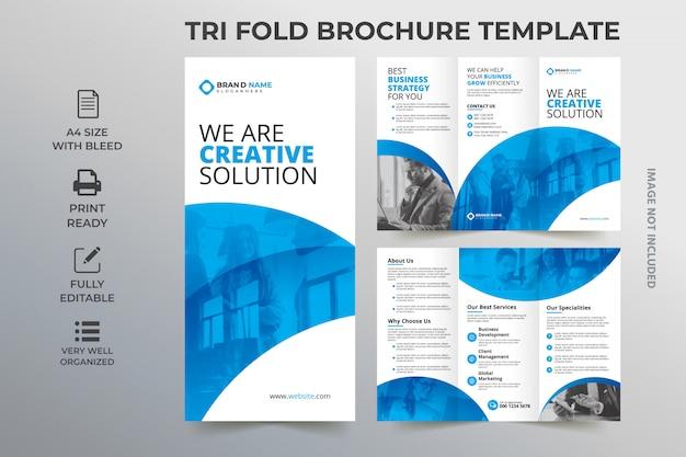 Concetto di modello di brochure tri piegato