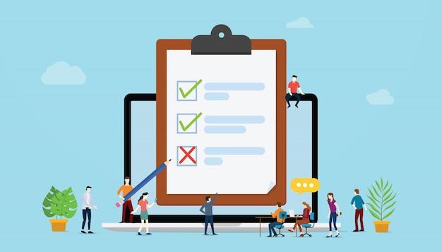 Concetto di sondaggi online con persone e sondaggi di lista di controllo