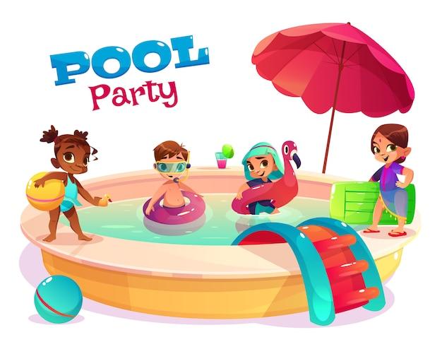 Concetto di vettore del fumetto della festa in piscina dei bambini con i ragazzi e le ragazze multinazionali in costumi da bagno