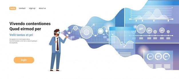 Concetto finanziario dell'innovazione della cuffia avricolare di visione del diagramma del grafico finanziario del monitoraggio online di realtà virtuale di usura di uomo d'affari