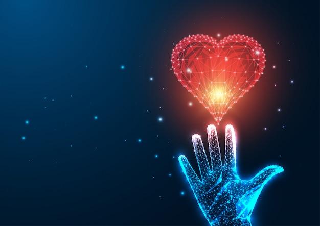 Concetto futuristico di amore con la mano femminile poligonale bassa d'ardore che raggiunge cuore rosso