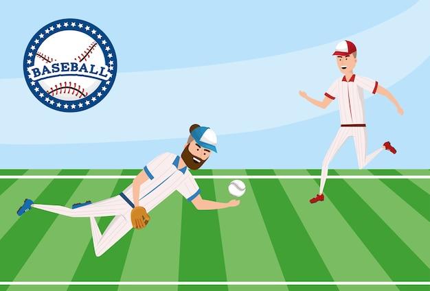 Concorrenza del giocatore di baseball nel campo con l'uniforme