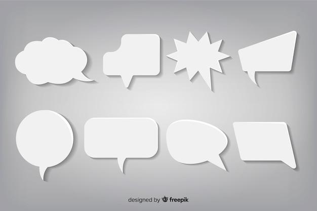 Confezione di bolle di discorso design piatto in stile carta