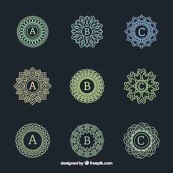 Confezione di monogrammi ornamentali eleganti