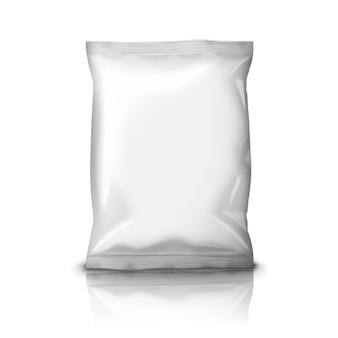 Confezione di snack in lamina realistica bianca vuota isolata