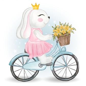 Coniglietta carina in sella a una bicicletta con un cesto di fiori