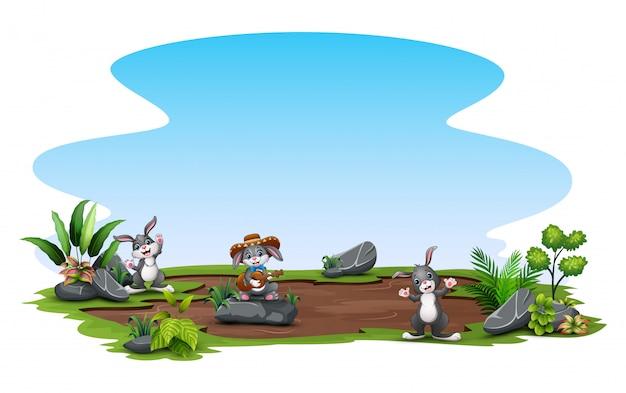Coniglietti felici divertendosi in natura