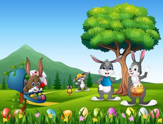 Coniglietti pasquali e uova di pasqua sulla natura