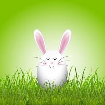 Coniglietto di uovo di pasqua carino in erba