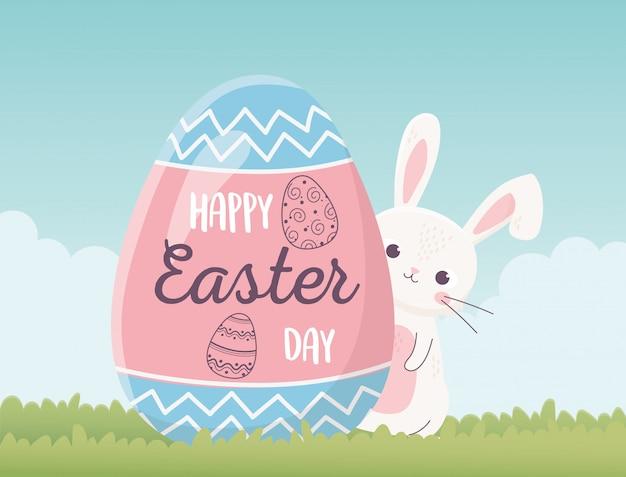 Coniglio ed uovo svegli felici di pasqua con la decorazione dell'iscrizione, cartolina d'auguri