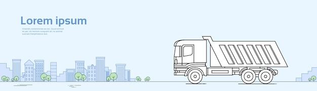 Consegna dell'autocarro con cassone ribaltabile su strada