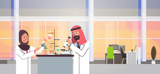 Coppia arabi scienziati che lavorano banner