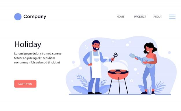 Coppia avente barbecue party all'aperto. modello di sito web o pagina di destinazione