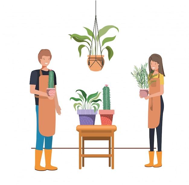 Coppia con pianta d'appartamento su appendini macramè