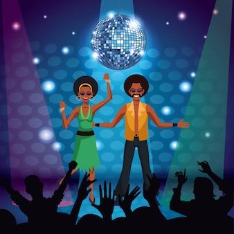 Coppia di ballerini discoteca al palco