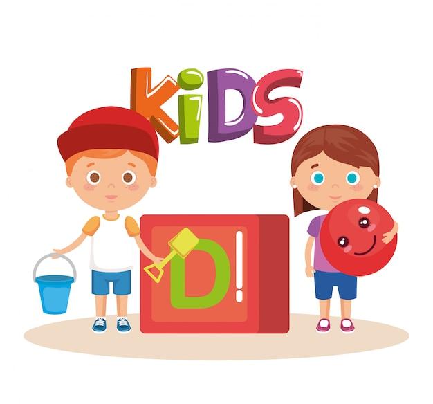 Coppia di bambini che giocano con il blocco