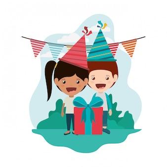 Coppia di bambini in festa di compleanno