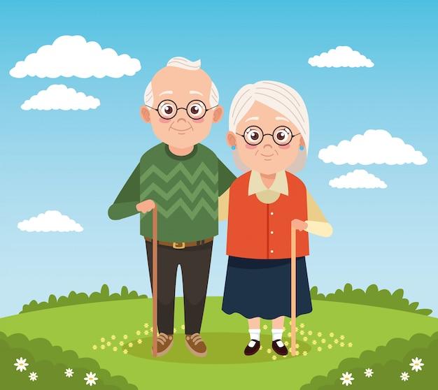 Coppia di nonni felici svegli nel campo