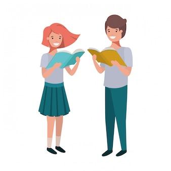 Coppia di studenti con il libro di lettura nelle mani