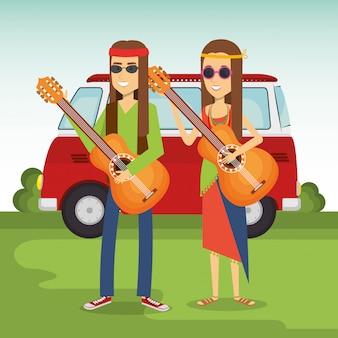 Coppia hippy suonando la chitarra