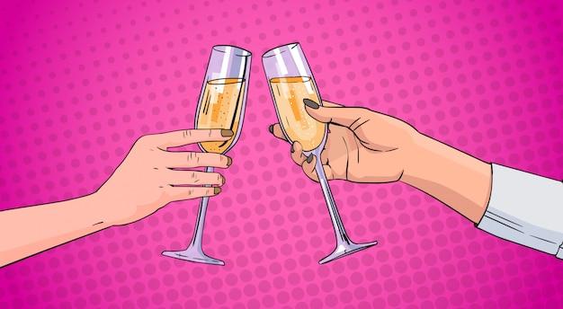 Coppia mani tintinnio bicchiere di vino champagne tostatura pop art retro pin up background