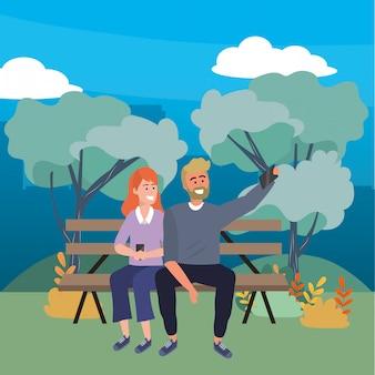 Coppia millenaria seduto sulla panchina del parco