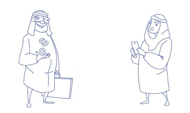 Coppia ricchi uomini d'affari arabi che comunicano indossare occhiali digitali di realtà virtuale utilizzando smartphone tenendo denaro dollaro monete business successo schizzo doodle