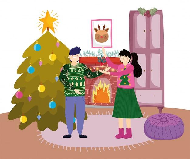 Coppie con l'albero di camino del vischio buon natale, buon anno