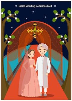 Coppie sveglie di nozze indiane per la partecipazione di nozze