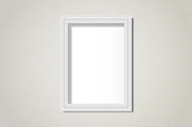 Cornice bianca vuota sul muro