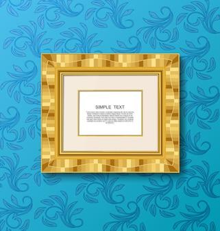 Cornice d'epoca d'oro sulla parete blu