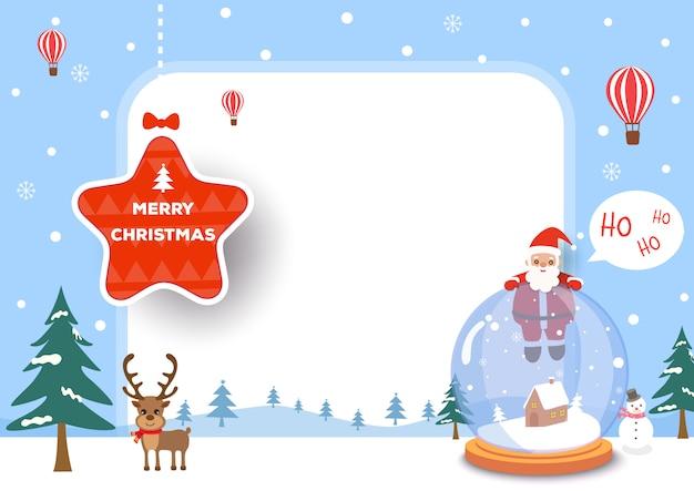 Cornice di buon natale con palla di vetro di babbo natale e renne sulla neve