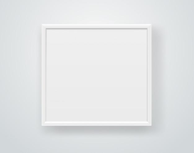 Cornice quadrata bianca vuota su un muro.