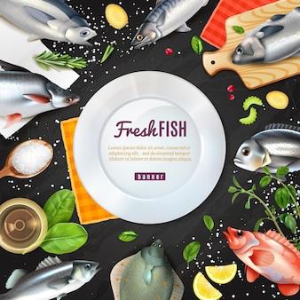 Cornice rotonda bianca con varietà di pesce per cucinare con spezie su fondo nero