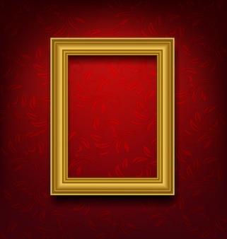 Cornice vintage oro sul muro rosso