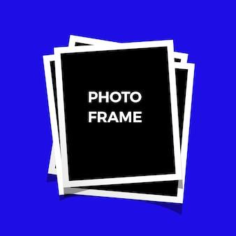 Cornici per foto in bianco e nero isolate sul blu. stile vintage. vettore