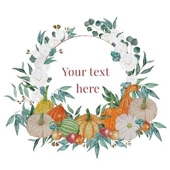 Corona di festa con zucche, mela, fiori bianchi, foglie verdi